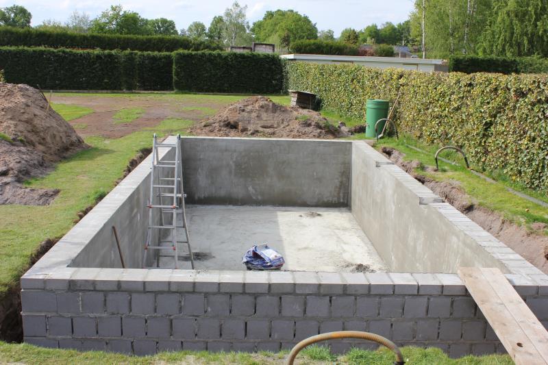 Zelf bouwkundig zwembad bouwen 15000eur zwembad forum for Zelf zwembad bouwen betonblokken