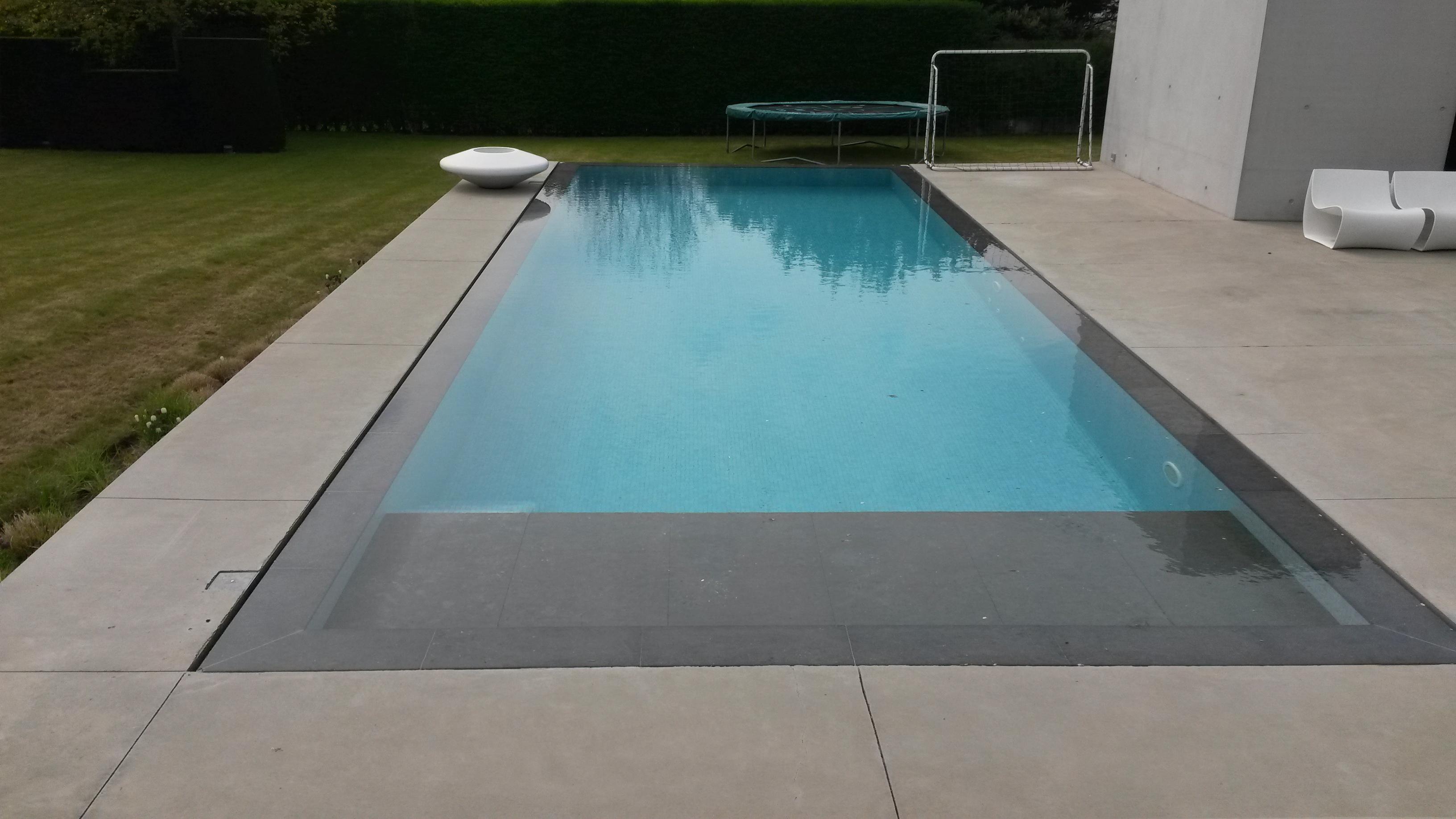 Platen of tegels over rolluikbak gezocht zwembad forum - Strand zwembad natuursteen ...