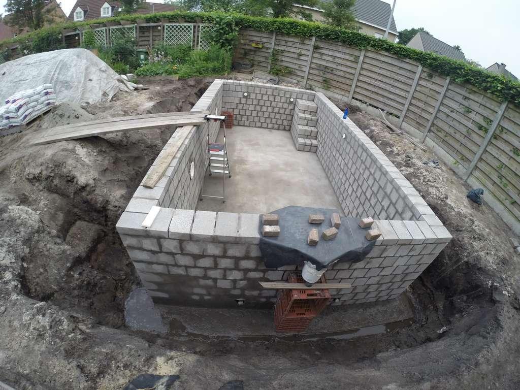 Mag ik de zijwanden al aanvullen met zand zwembad forum for Zelf zwembad bouwen betonblokken