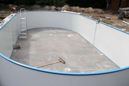 aanleg metalen ovaal inbouwzwembad
