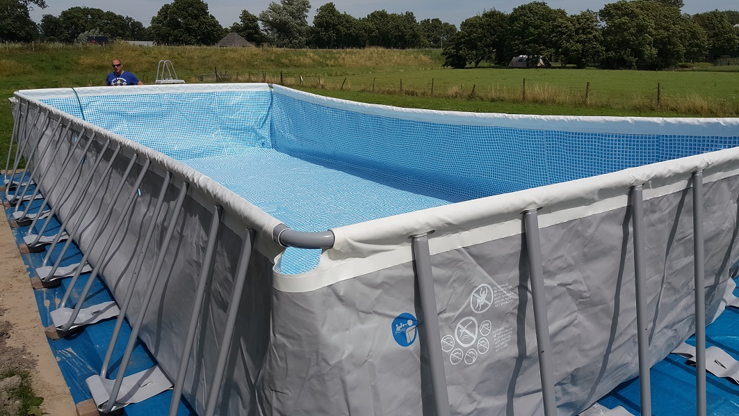 zwembad opzetten tuin intex