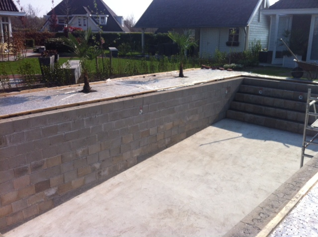 Zelf een zwembad bouwen for Inbouw zwembad zelf bouwen